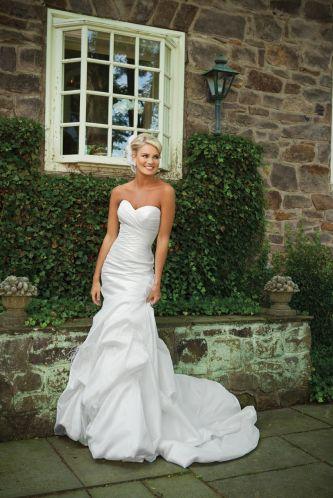 Kathy Ireland For Mon Cheri Wedding Dress Style E231130