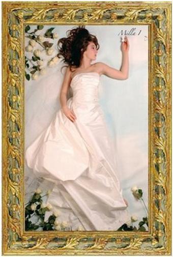 Gorgeous strapless off-white wedding dress