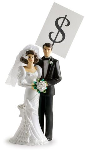 This cake topper bride and groom seem to have money on their minds.