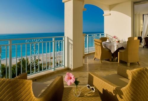 Honeymoon destination in Turks and Caicos- gorgeous view of the beach from the overlook