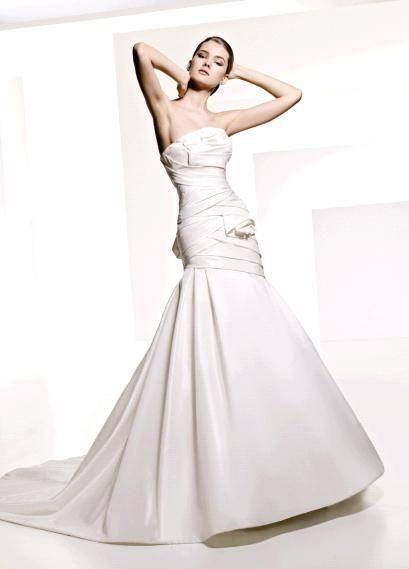 Strapless drop waist trumpet skirt wedding dress from Manuel Mota