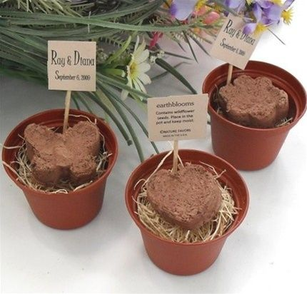 Adorable organic mini plantable pots for your wedding favors
