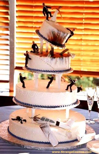 This wedding cake shows a wedding day disaster