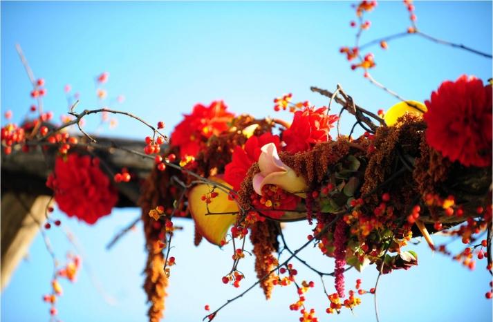 vibrant-fall-wedding-flowers-wedding-ceremony-decor-north-carolina-red-orange-yellow
