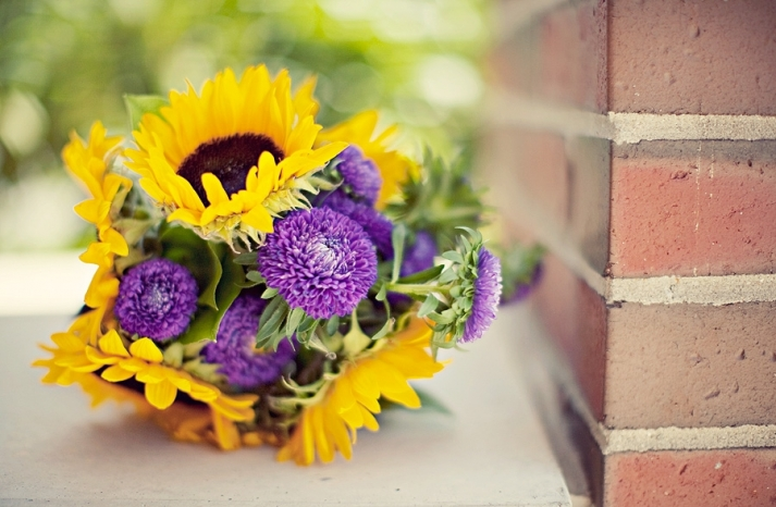 vibrant-bridal-bouquet-yellow-sunflowers-purple-flowers