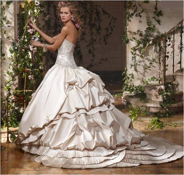 Voluminous ballgown from Amalia Carrara's 2011 bridal collection