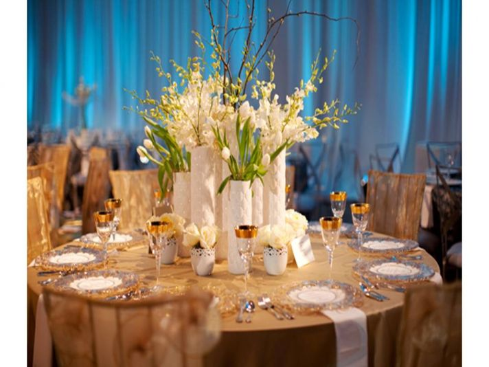 Contemporary blue, white and champagne wedding reception tablescape