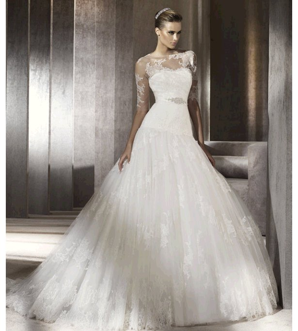Stunning lace drop-waist ballgown Pronovias wedding dress