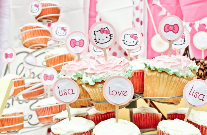 bridal-shower-cupcakes-wedding-cake-cute-hello-kitty-theme