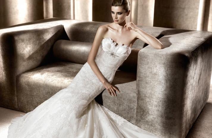 whimsical-wedding-dress-pronovias-feather-adorned
