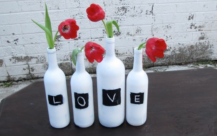 diy-wedding-centerpieces-bottles-red-wedding-flowers