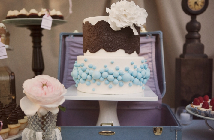 vintage-inspired-wedding-cake