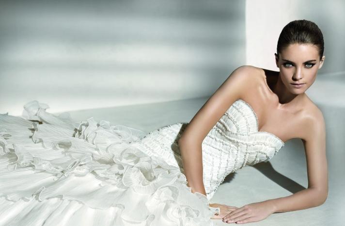 Relaunch-wedding-dresses-ruffle-detail-sweetheart