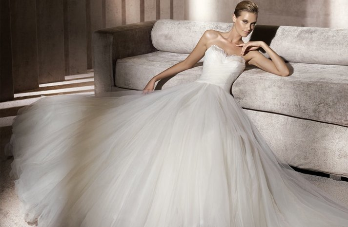 Pronovias-wedding-dress-feathers