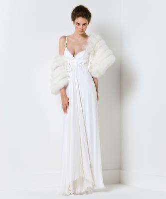 Это шифоновое платье прекрасно подойдет любительницам строгой красоты.