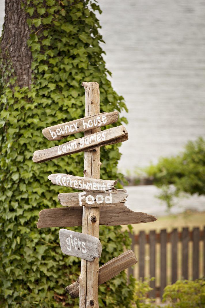 DIY wedding signs for outdoor Washington wedding