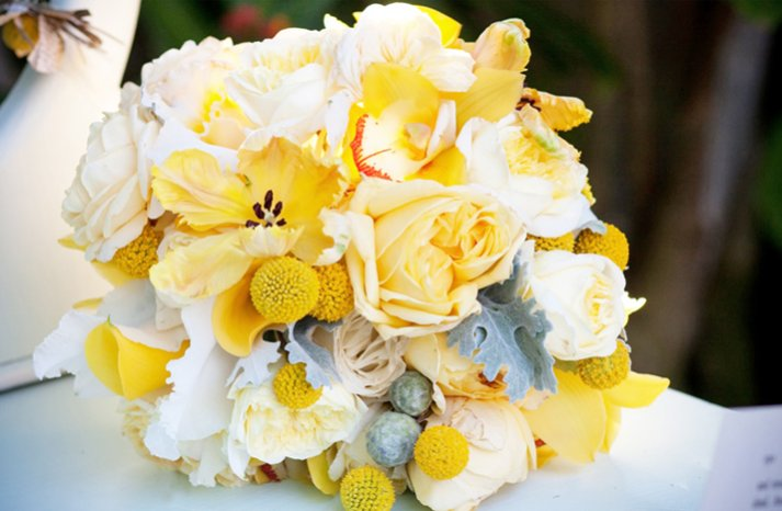 White-yellow-bridal-bouquet-summer-wedding-flowers