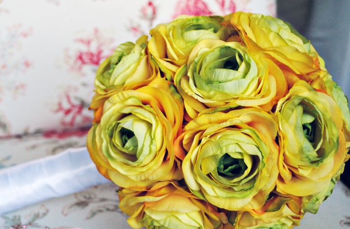 monochromatic wedding flowers bridal bouquet yellow