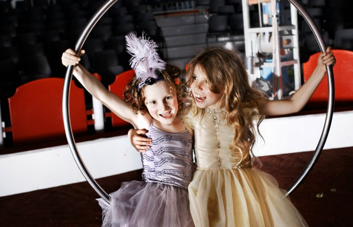 fashionable flower girls dresses and accessories