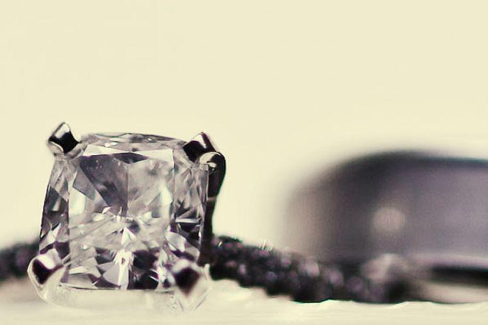 ENGAGEMENT RING WEDDING BAND PHOTO ARTISTIC STYLE PHOTOGRAPHY