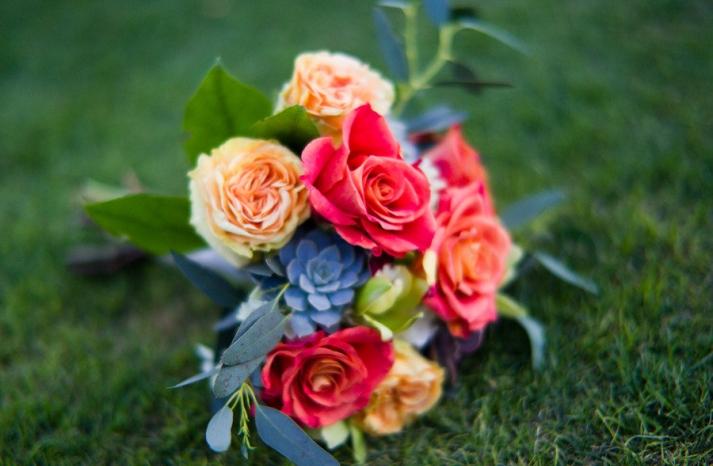 spring wedding flowers bridal bouquet roses succulents