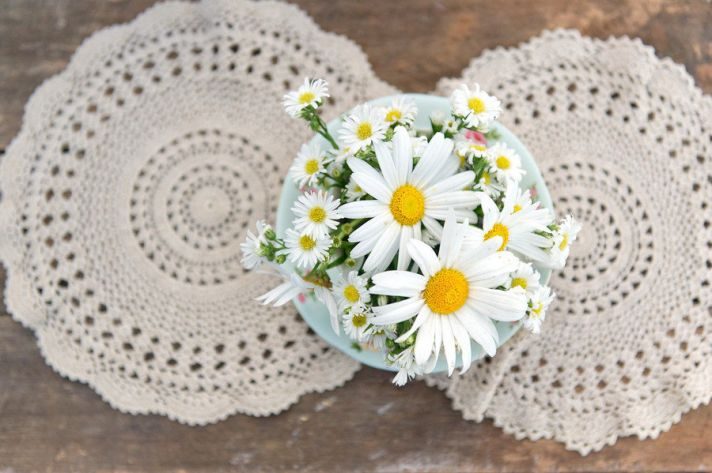 wedding DIY projects vintage lace daisy wedding flowers