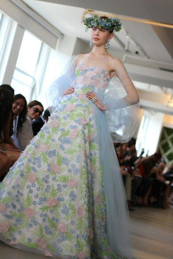 spring 2013 wedding dress Oscar de la Renta bridal gowns floral