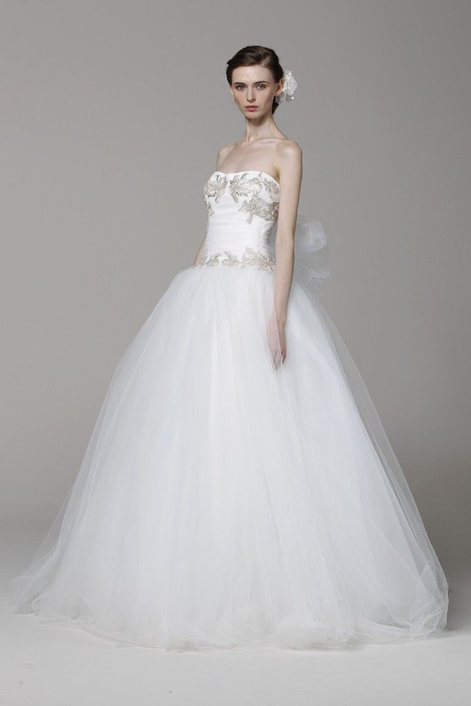 9 favorite marchesa wedding dresses of spring 2013 onewed for Wedding dress pictures 2013