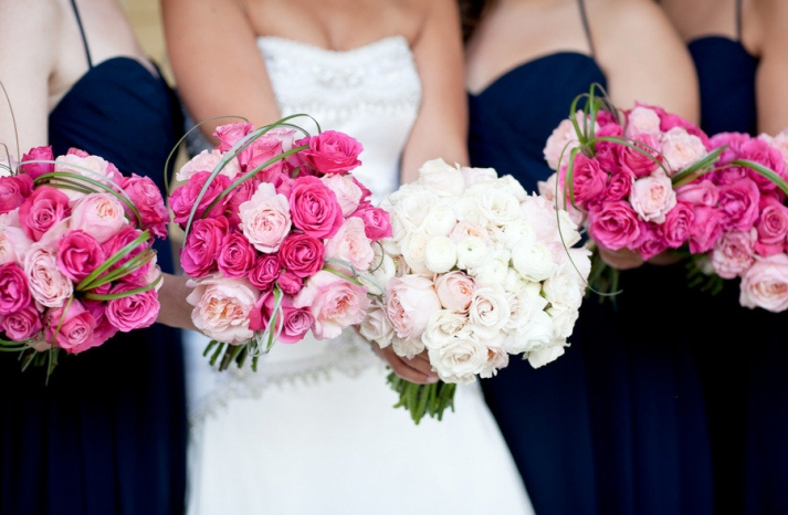light pink dark pink wedding flowers bridal bouquet with bridesmaids