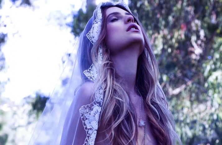 10 Bohemian Hairstyles For Your Dreamy Wedding Day