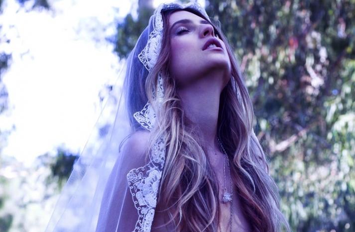 bohemian bride rides horse tulle lace veil