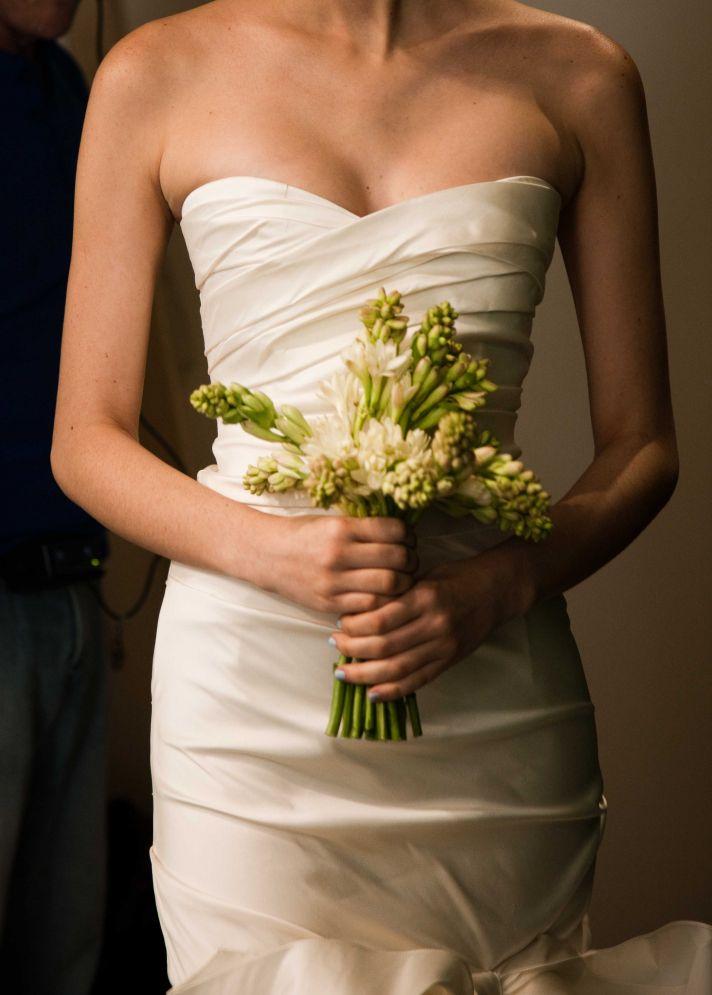 elegant wedding flowers oscar de la renta bridal gown