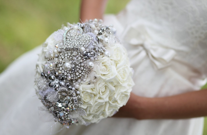 pearl wedding accessories handmade Etsy wedding finds brooch bouquet