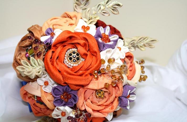 handmade wedding finds for fall weddings alernative bouquet