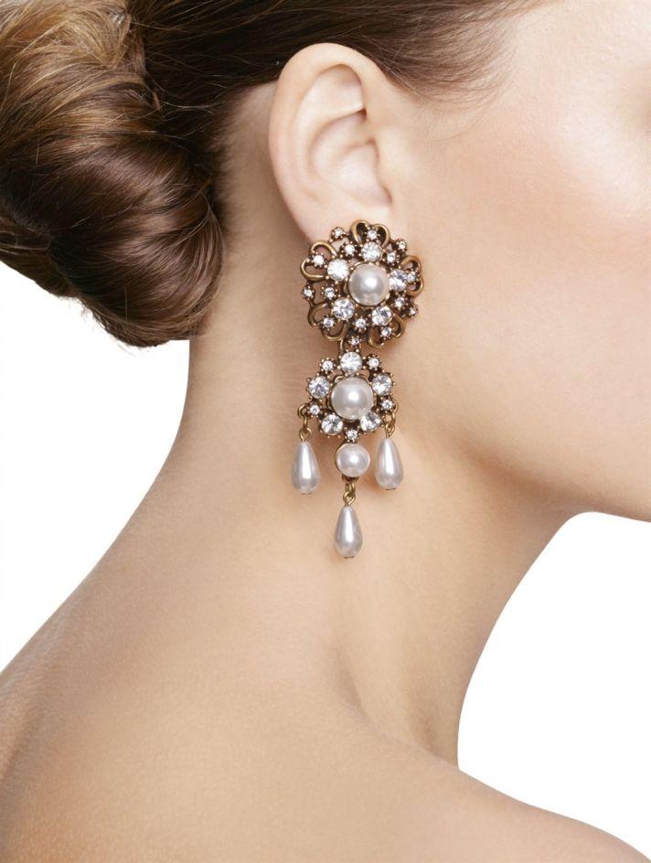bridal shoes Oscar de la Renta wedding heels dramatic drop earrings