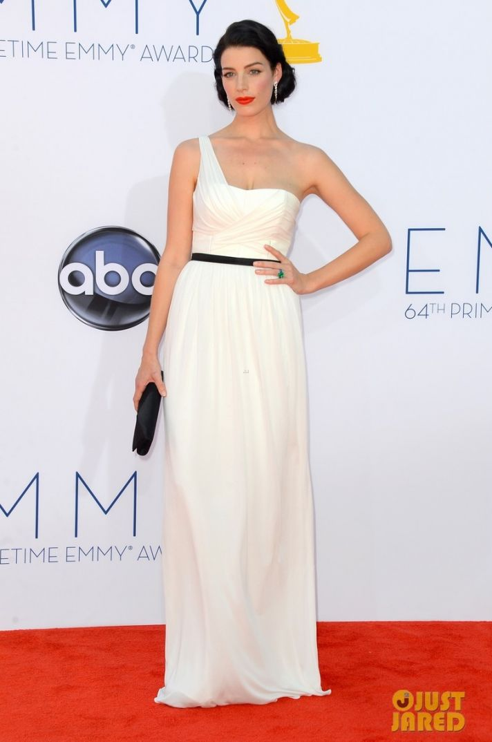 best wedding hair makeup inspiration from 2012 emmys vintage bride Jessica Pare 2