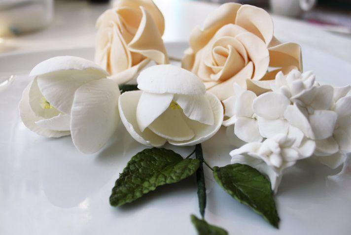 fondant wedding finds to add sweetness to handmade weddings ivory beige flowers