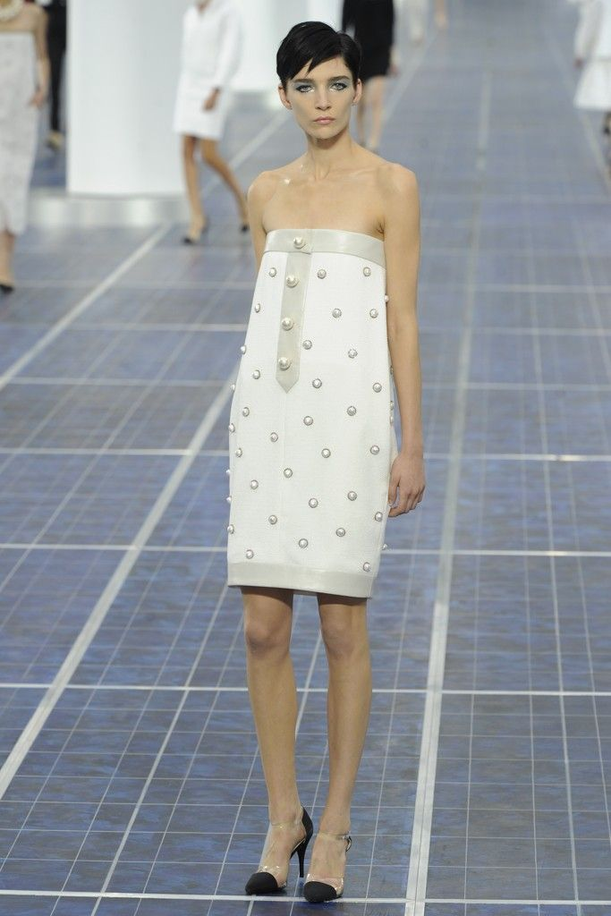 nearly white gowns perfect for the wedding Fashion Week inspiration chanel