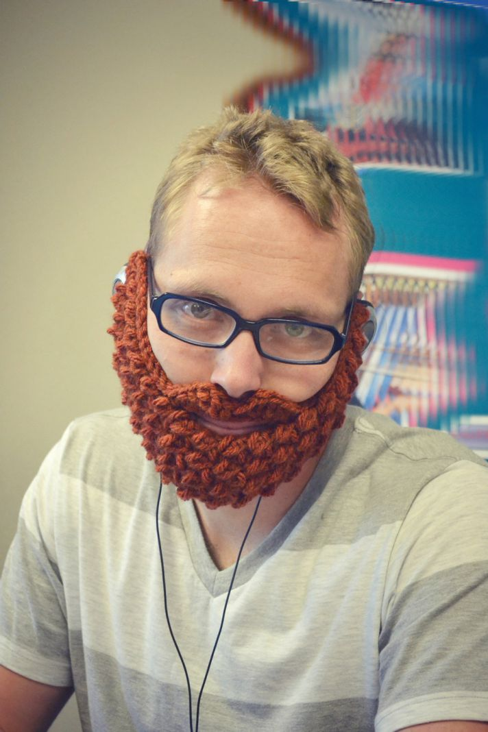 5 hilarious wedding gifts for groomsmen knitted beard