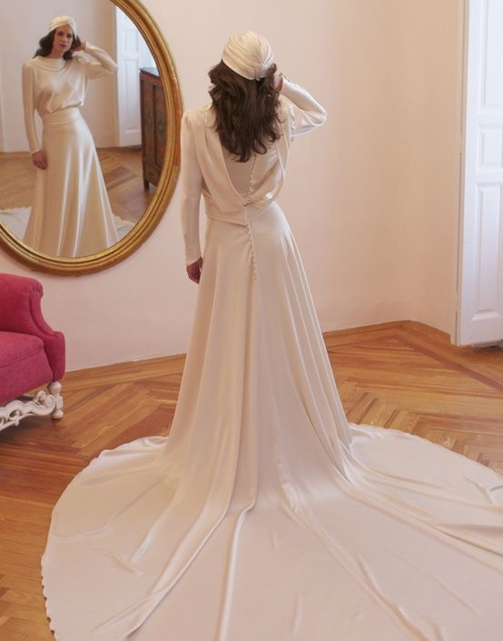 1940s inspired Bridal Style Sleeved Wedding Dress
