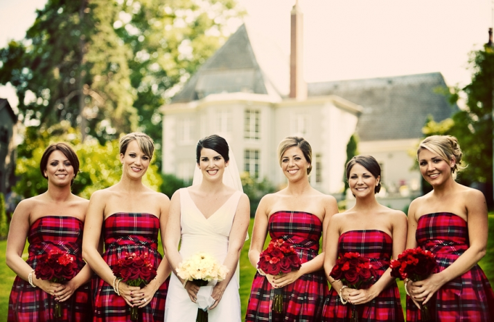 Bride poses with bridesmaids in plaid