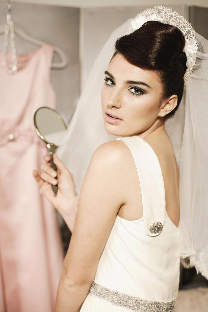 Stunning 1960s inspired bride