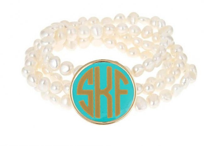 Pearl-bridal-bracelet-with-monogrammed-charm