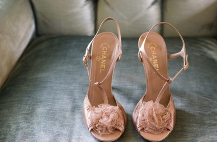 Peach-gray-wedding-color-palette-flower-cake-topper
