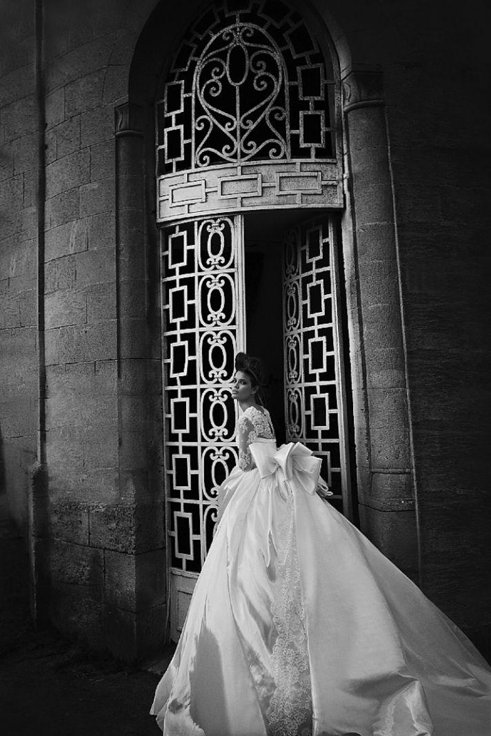 sweetheart neckline wedding dress with full ball gown skirt