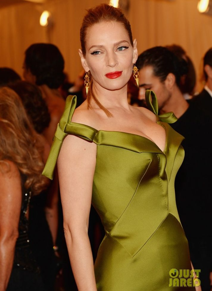 uma thurman met ball 2013 red carpet 02