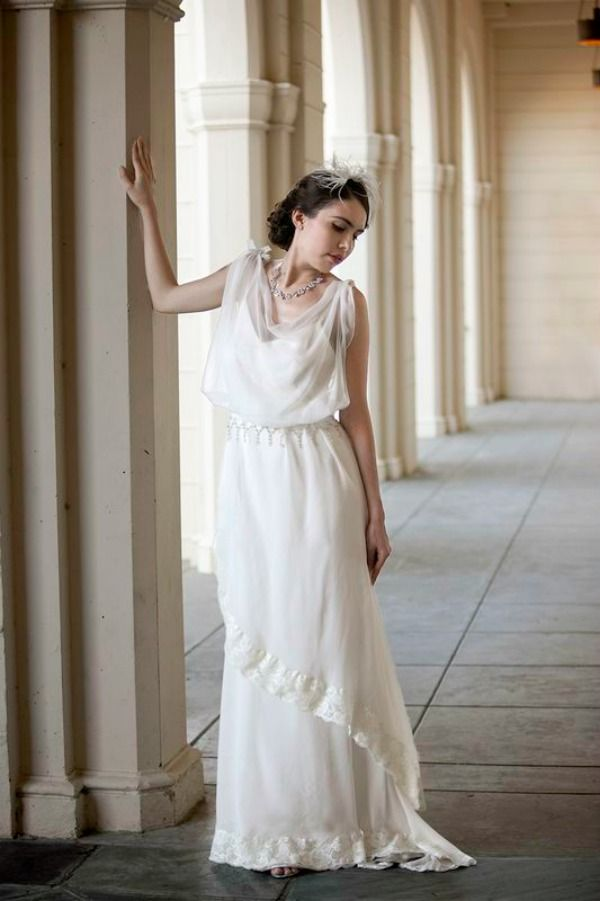 Vintage weddings downton abbey meets jay gatsby onewed for Downton abbey style wedding dress