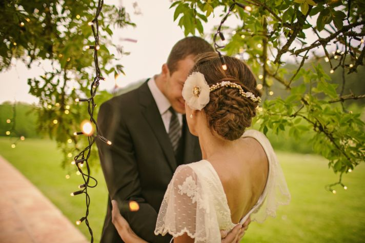 Real Spanish Wedding Otaduy Wedding Dress Outdoor Romantic Bride and Groom