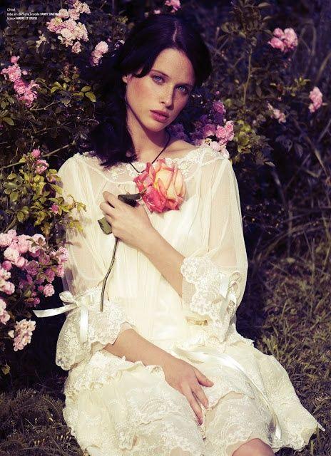 Fanny Liautard romantic lace wedding cape