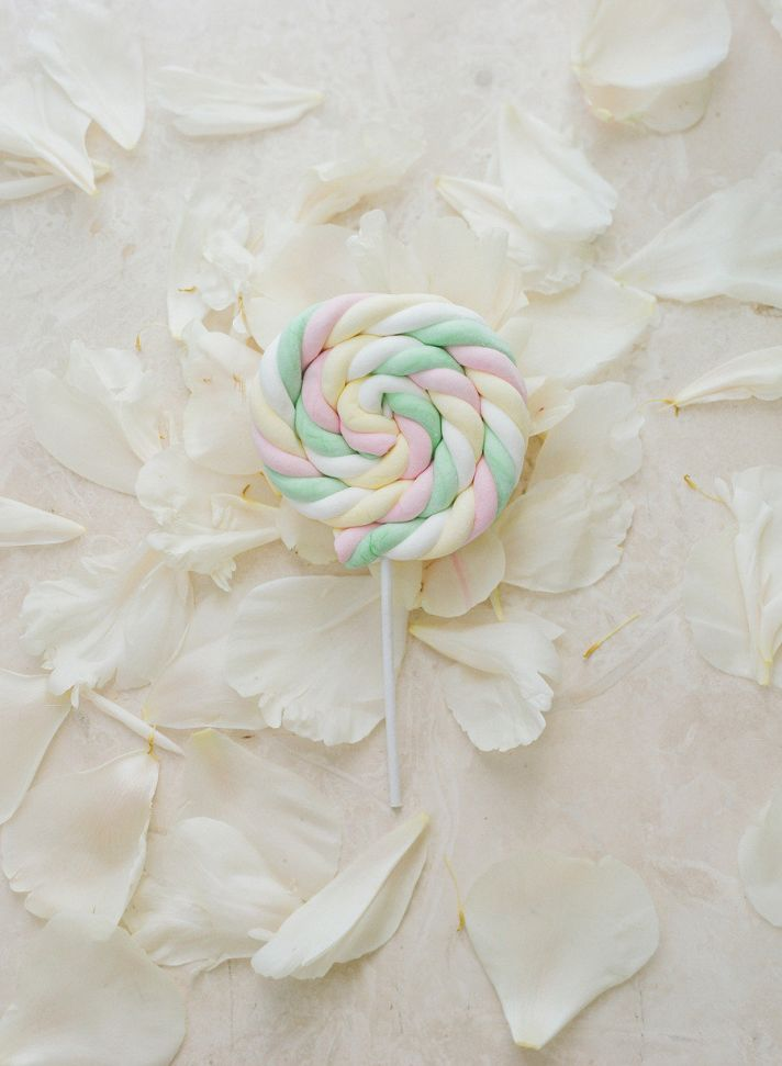 Pastel twisted lollipops for wedding guest favors